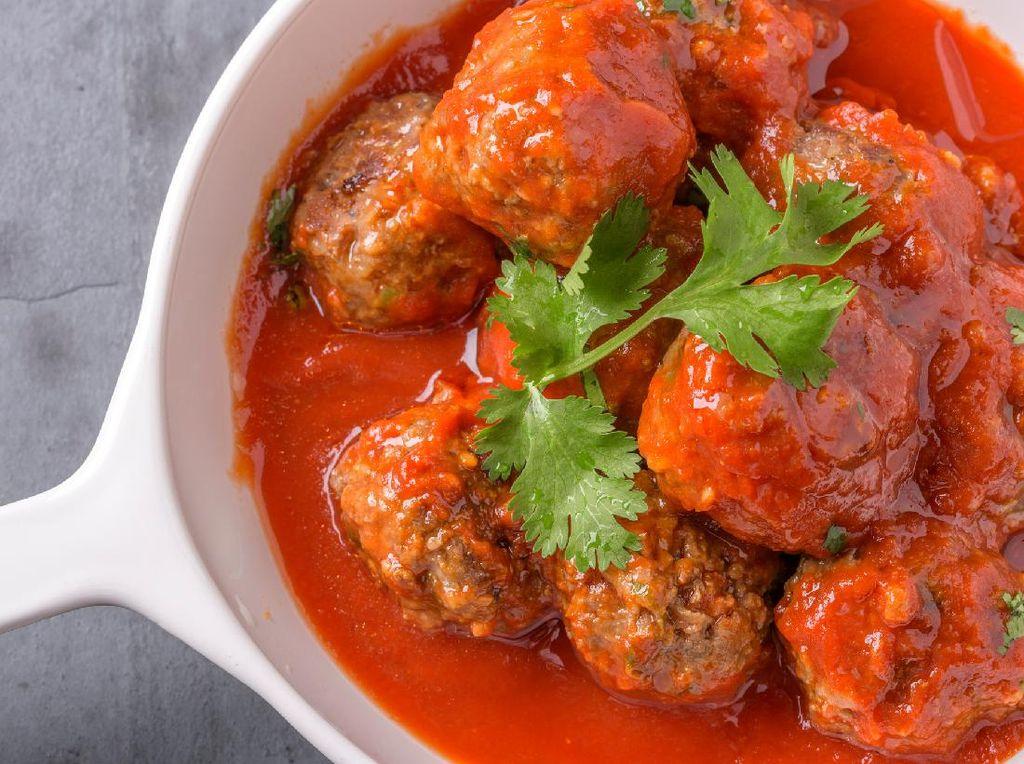Resep Bola Daging Saus Tomat yang Gurih Juicy untuk Lauk si Kecil