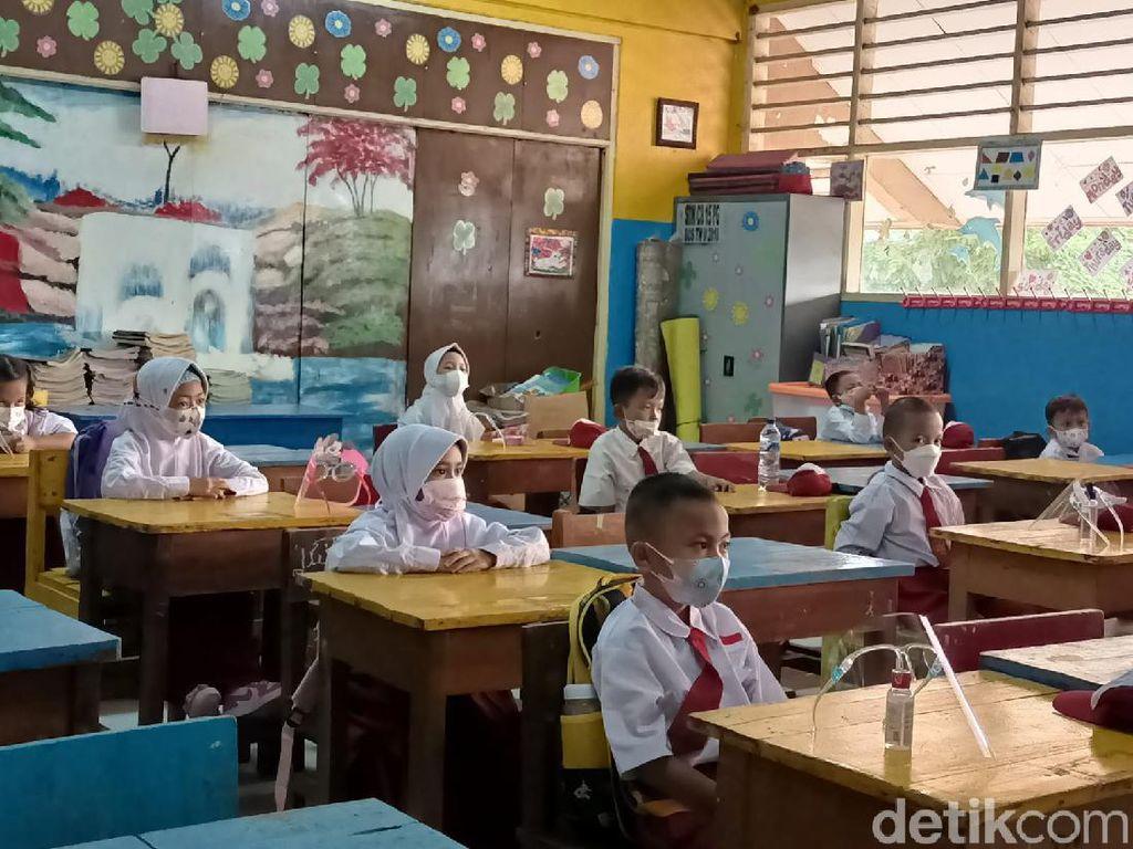 Siswa SD di Jakbar Ingin Belajar Terus di Sekolah: Kalau Daring Susah