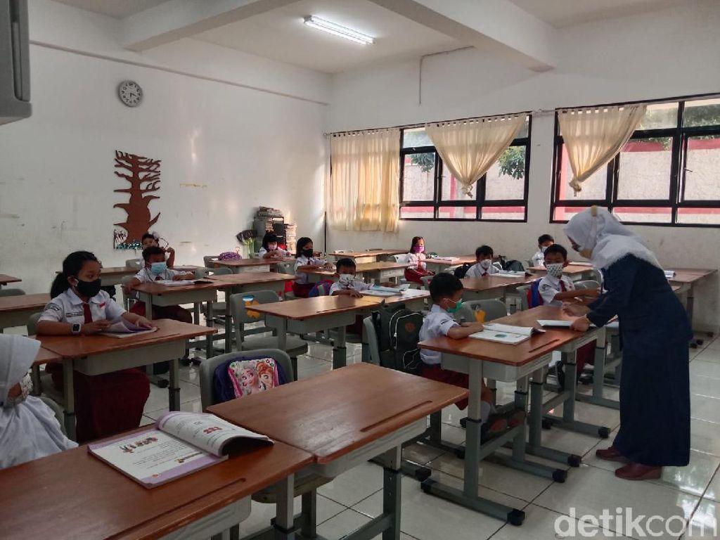 Belajar Tatap Muka di SDN Pejaten Timur 01 Pagi, 1 Kelas Diisi 16 Siswa