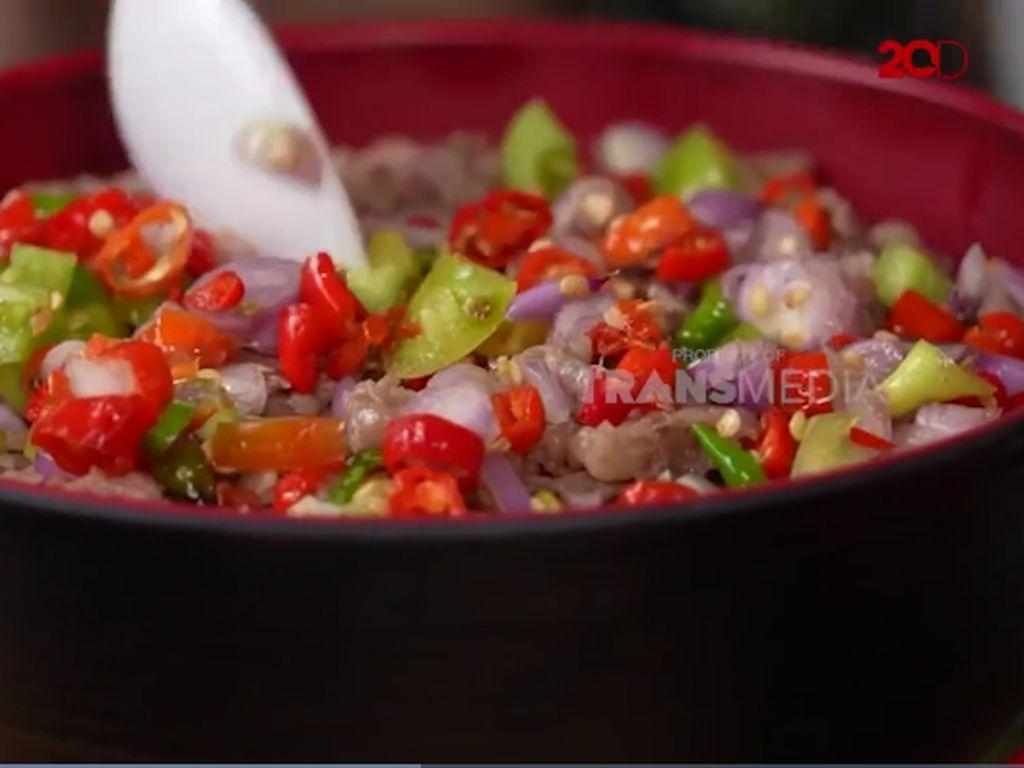 Bikin Laper! Ncess Nabati Cicip Rice Bowl Pakai Sambal Dabu-dabu yang Segar
