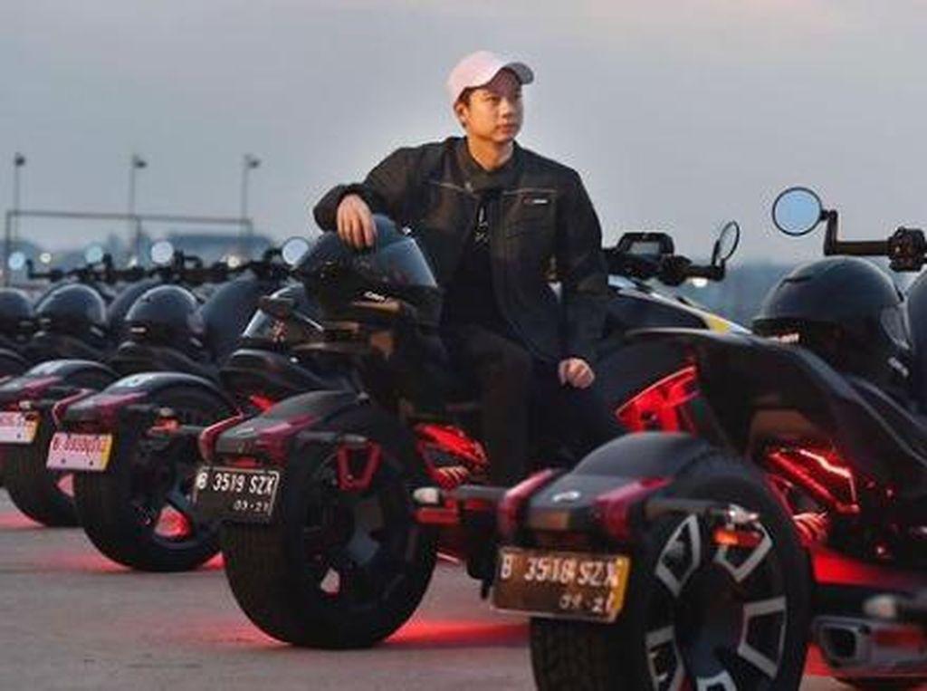 Gaya Kevin Sanjaya di Atas Motor Roda Tiga Seharga Hampir Setengah Miliar
