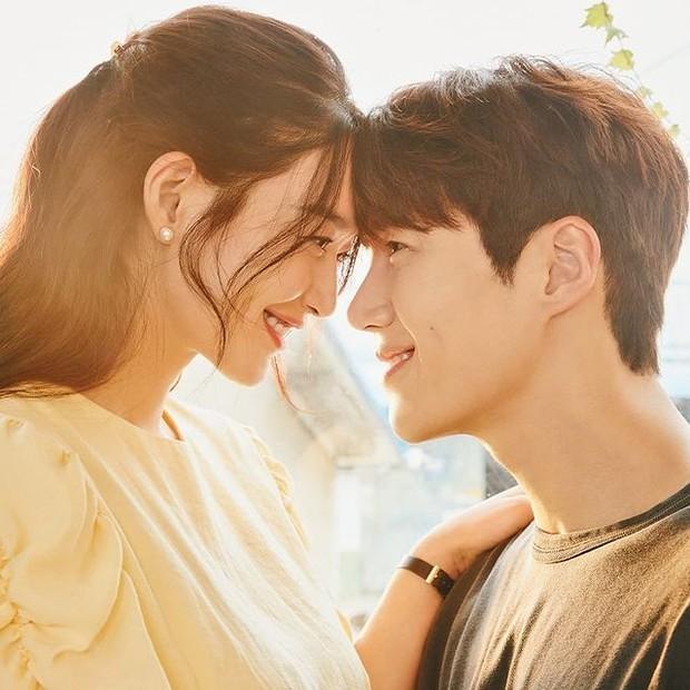 Kim Seon Ho dan Shin Min Ah