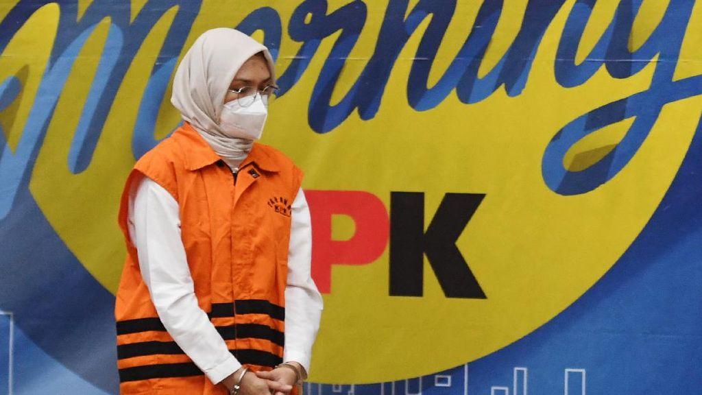 Potret Bupati Probolinggo Berompi Oranye Usai Terjaring OTT KPK
