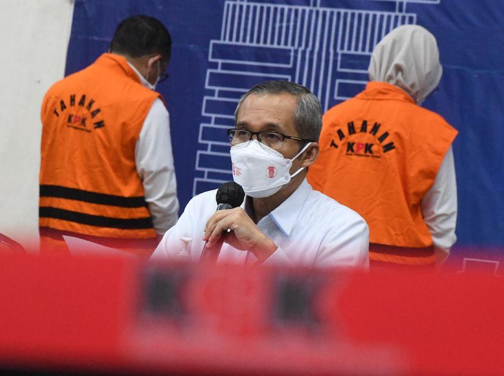 KPK Tetapkan Bupati Probolinggo dan Suami Tersangka TPPU-Gratifikasi