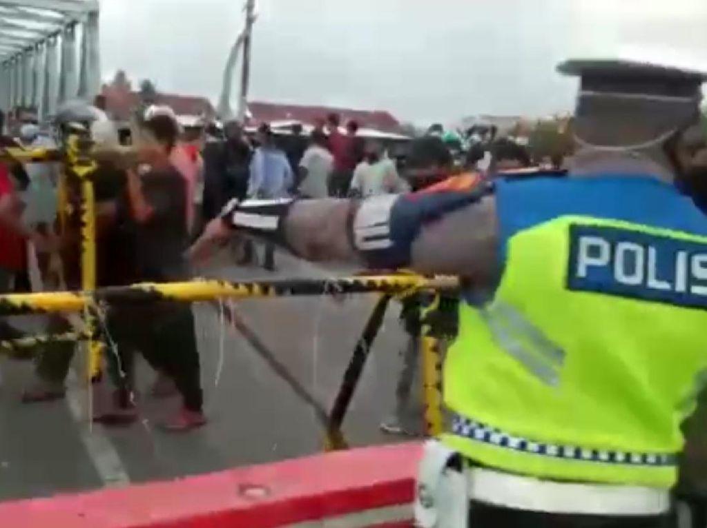 Sejumlah Pengendara Ngamuk Akibat Terjebak Antrean Penyekatan di Lhokseumawe