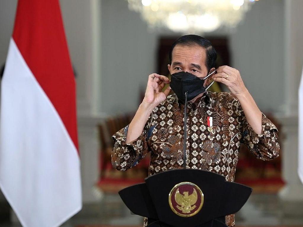 Saat Jokowi Mendadak Berikan Buku Tulis ke Anak-anak di Kuningan