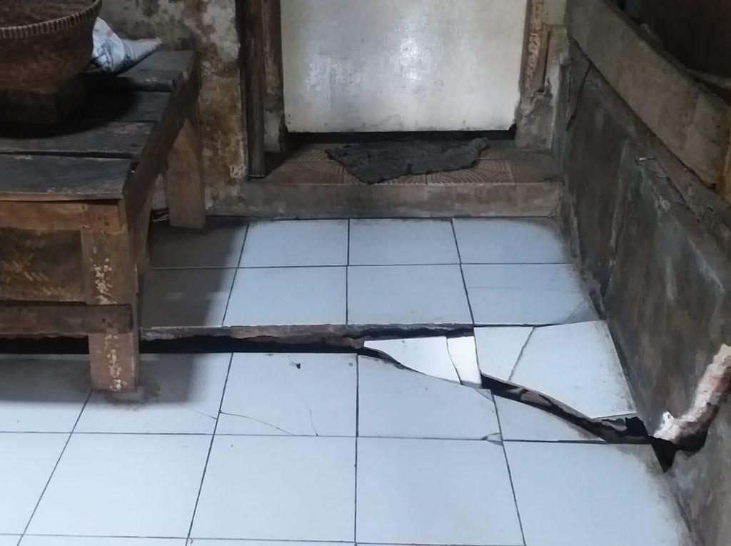 56 Rumah di Sumedang Rusak Diduga Dampak Pembangunan Tol Cisumdawu