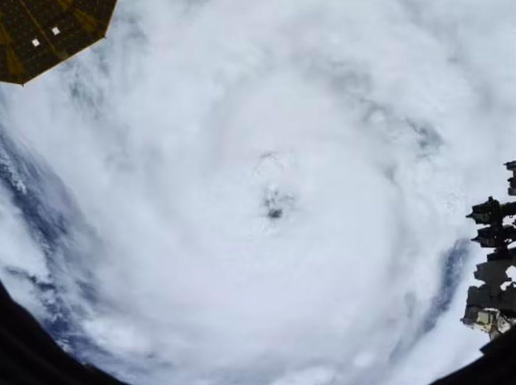 Penampakan Badai Topan Dahsyat Ida dari Antariksa