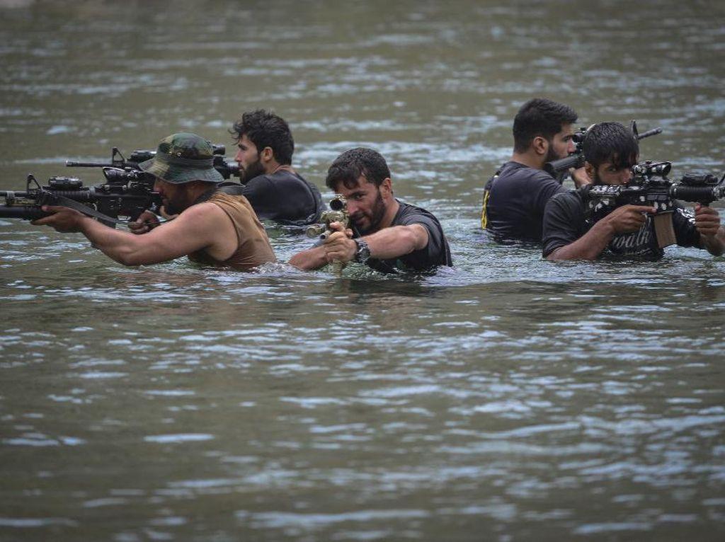 Begini Pasukan Anti-Taliban Berlatih