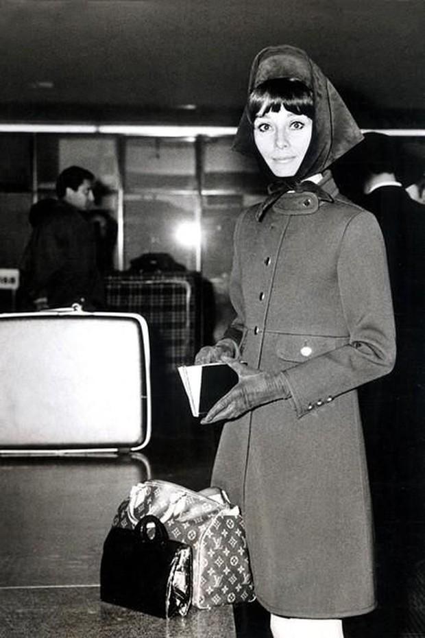 Audrey Hepburn dan Louis Vuitton Speedy 25/