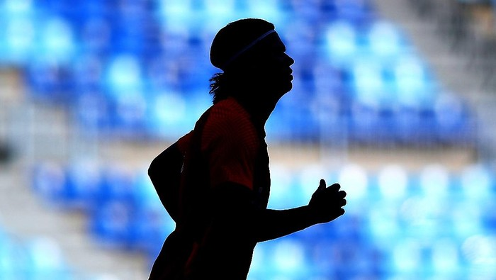 MALAGA, SPAIN - JUNE 06: A silhouette of Erling Haaland of Norway is seen as he warms up prior to the International Friendly match between Norway and Greece at Estadio La Rosaleda on June 06, 2021 in Malaga, Spain. (Photo by Fran Santiago/Getty Images)