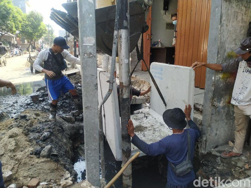 Biang Mampetnya Air PAM di Pademangan Timur: Pipa Bocor Kena Proyek Got