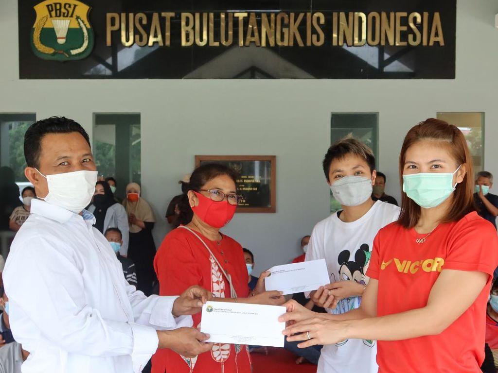 Greysia/Apriyani Syukuran Emas Olimpiade Bersama Karyawan PBSI