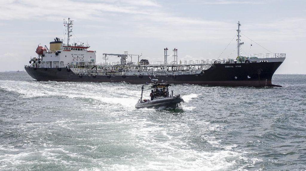 Momen TNI AL Ringkus Kapal Tanker Panama di Batam