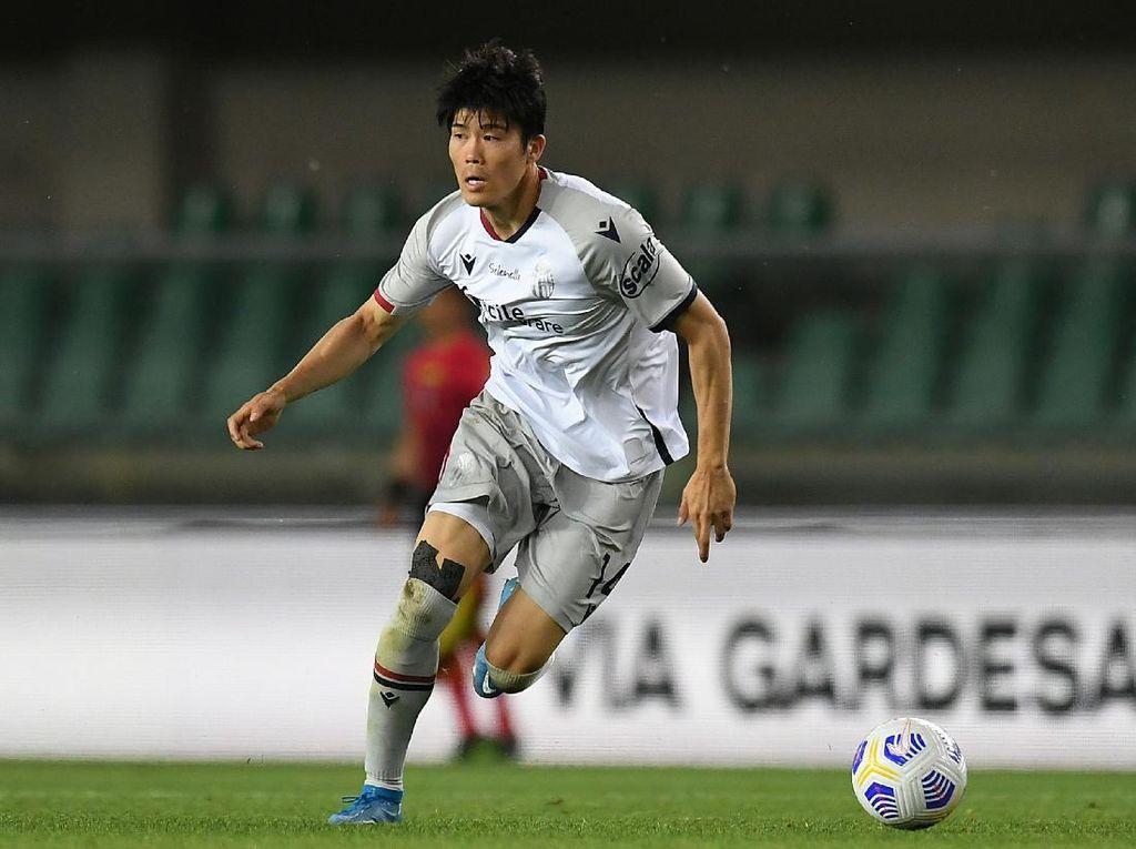 Arsenal Gaet Tomiyasu dari Bologna, Pinjamkan Bellerin ke Real Betis