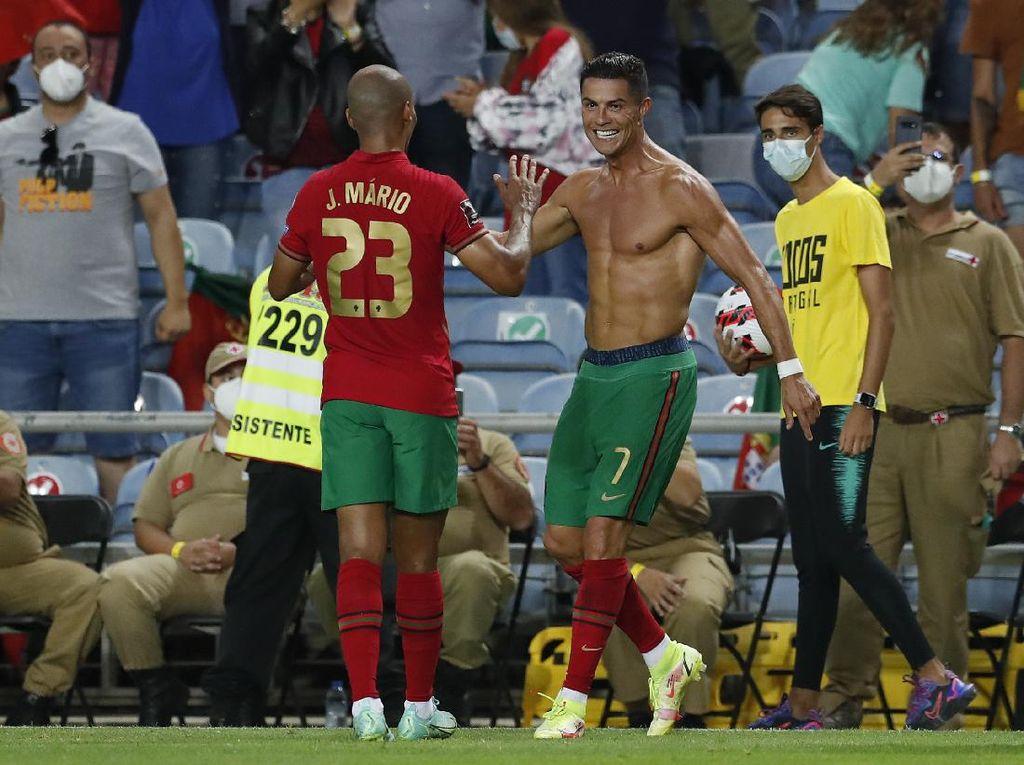 Ronaldo Minta Maaf karena Emosi di Laga Portugal Vs Irlandia