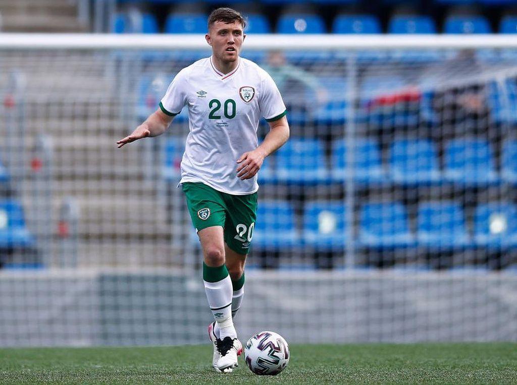 Ini Anak Muda Irlandia yang Kena Tonjok Ronaldo