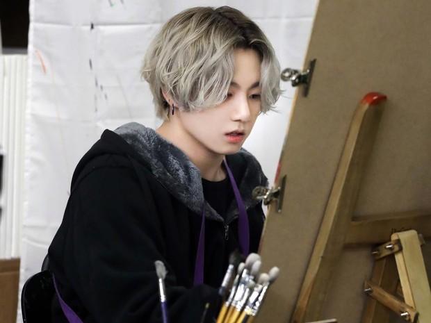 Jungkook memiliki bakat dalam seni menggambar