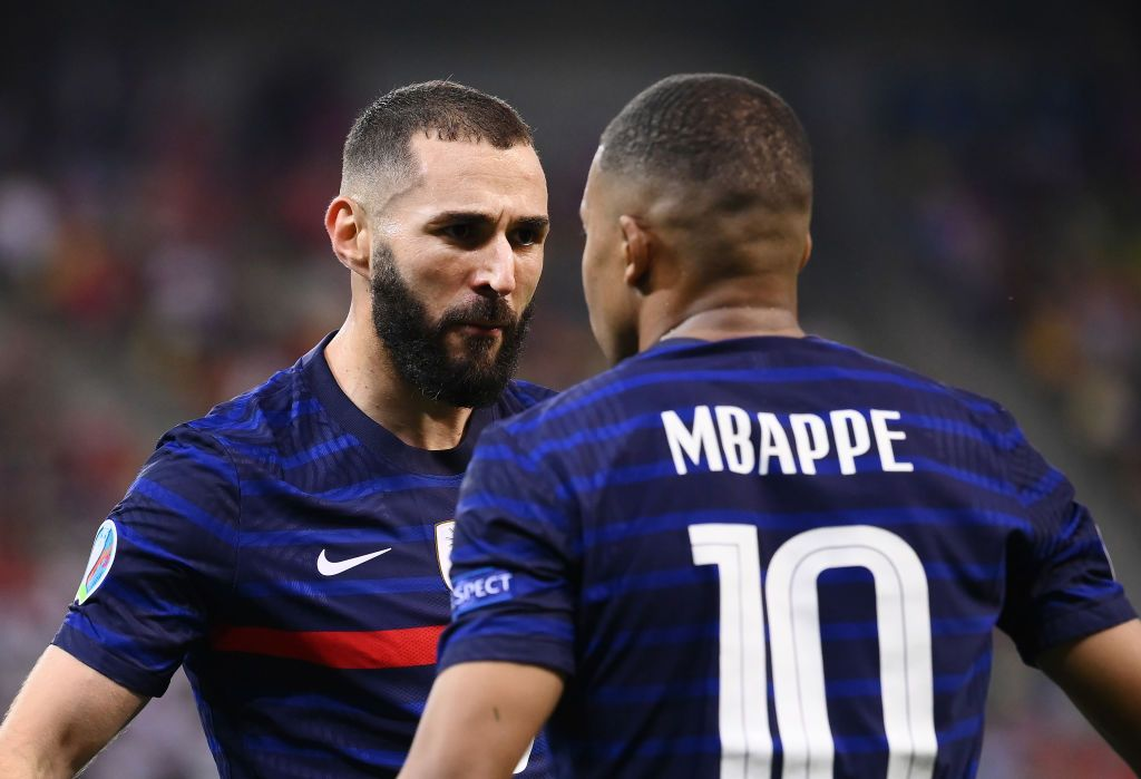 BUCHAREST, ROMANIA - JUNE 28: Karim Benzema of France celebrates with Kylian Mbappe after scoring their side's first goal during the UEFA Euro 2020 Championship Round of 16 match between France and Switzerland at National Arena on June 28, 2021 in Bucharest, Romania. (Photo by Daniel Mihailescu - Pool/Getty Images)
