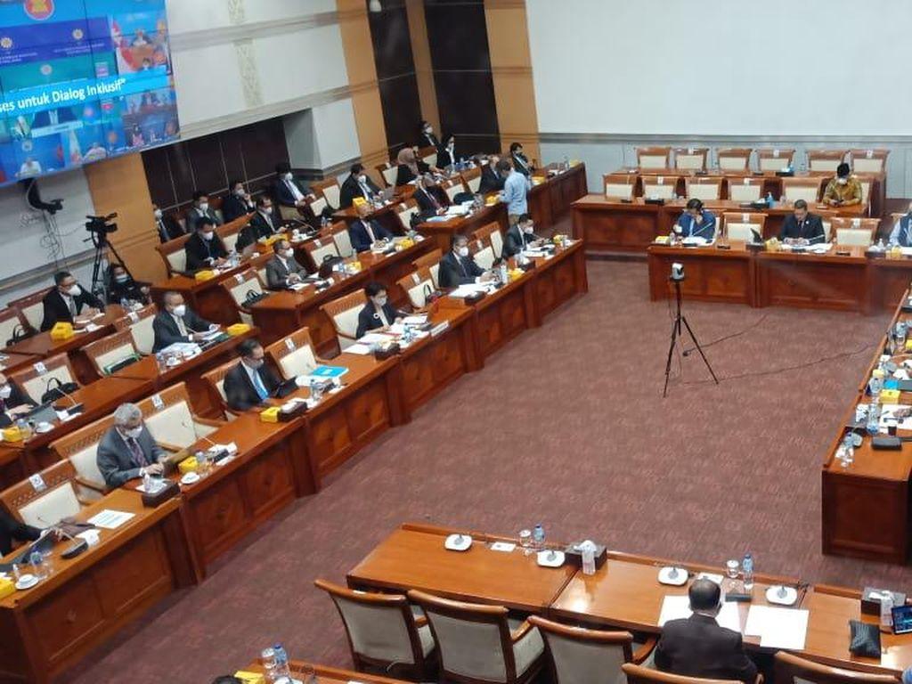 Rapat di Komisi I, Menlu Ungkap Isi Pertemuannya dengan Perwakilan Taliban