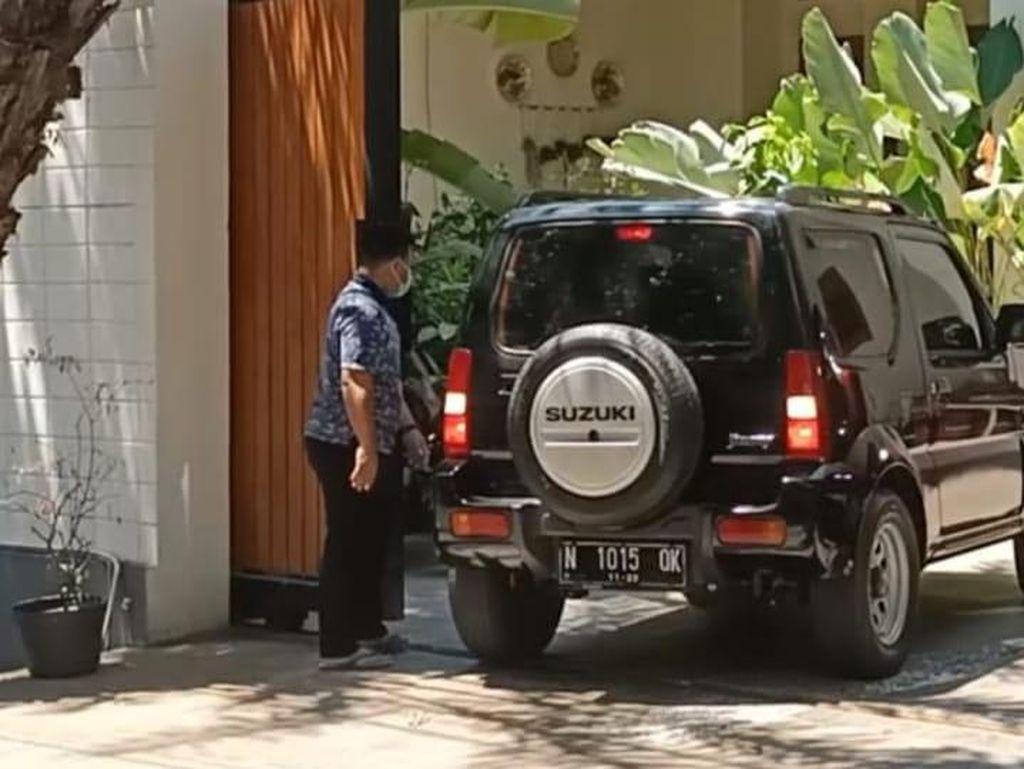 Mobil Keluaran Terbaru Dikeluarkan Saat KPK Geledah Rumah Bupati Probolinggo