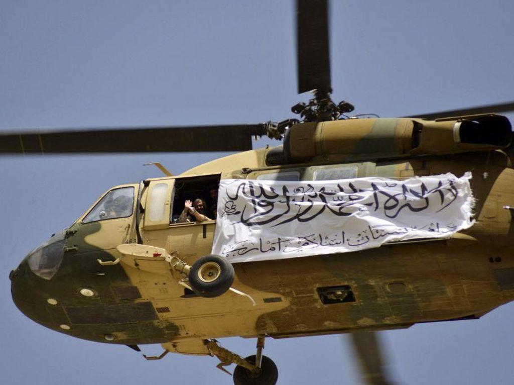 Ragam Senjata Dipamerkan Taliban Ternyata Rampasan Militer Paman Sam