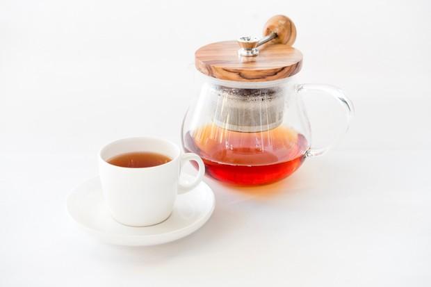 Teh rooibos adalah teh herbal berwarna merah yang berasal dari Afrika Selatan.