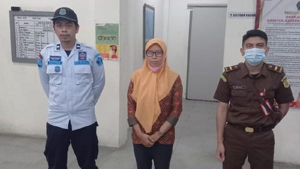 Tersangka Kasus Korupsi Dana Desa 1,19 M Ditahan Kejati Kalbar