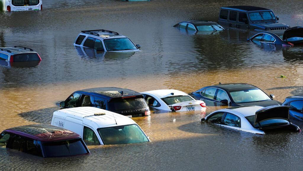 Deretan Mobil yang Jadi Korban Badai Ida di AS