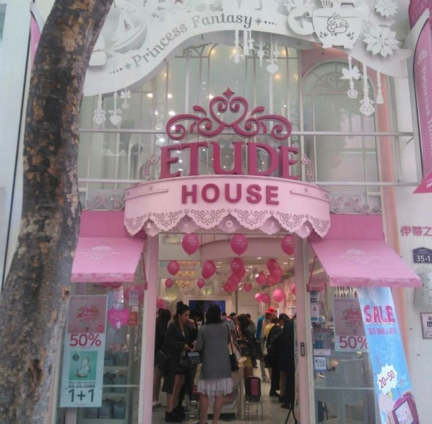 Selain Barenbliss, Etude House juga termasuk brand Korea yang bisa dibilang 'ramah' di kantong.