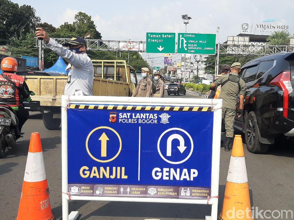 Polisi Tetap Terapkan One Way Saat Ganjil Genap di Puncak Bogor