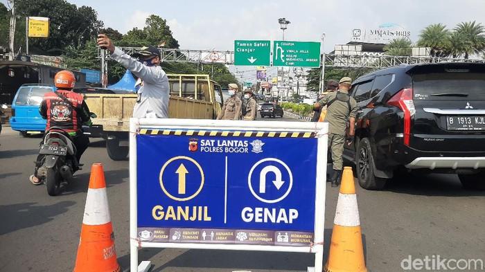 Ganjil genap di Puncak Bogor, ratusan kendaraan diputarbalik