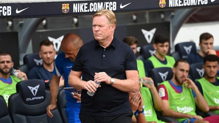 BARCELONA, SPAIN - AUGUST 29: Ronald Koeman, Head Coach of FC Barcelona looks on  during the La Liga Santander match between FC Barcelona and Getafe CF at Camp Nou on August 29, 2021 in Barcelona, Spain. (Photo by David Ramos/Getty Images)