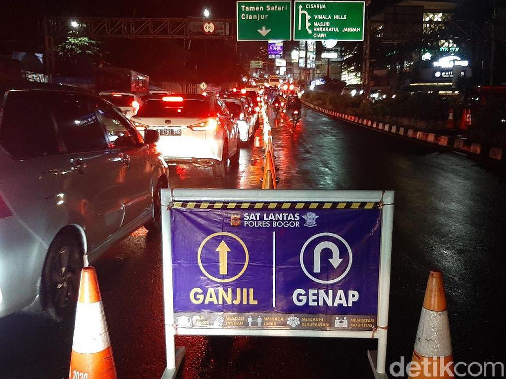 One Way Berlaku, Kendaraan Menuju Puncak Mengular di Tol