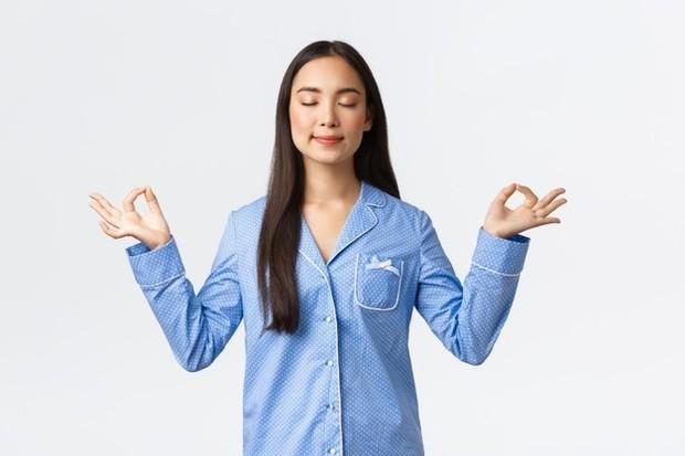 Meditasi di pagi hari agar otak fokus seharian/Foto: freepik/benzoix