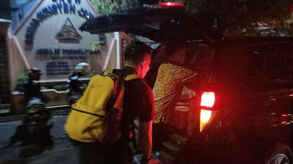 Momen KPK Amankan 5 Koper dari Rumah Bupati Probolinggo