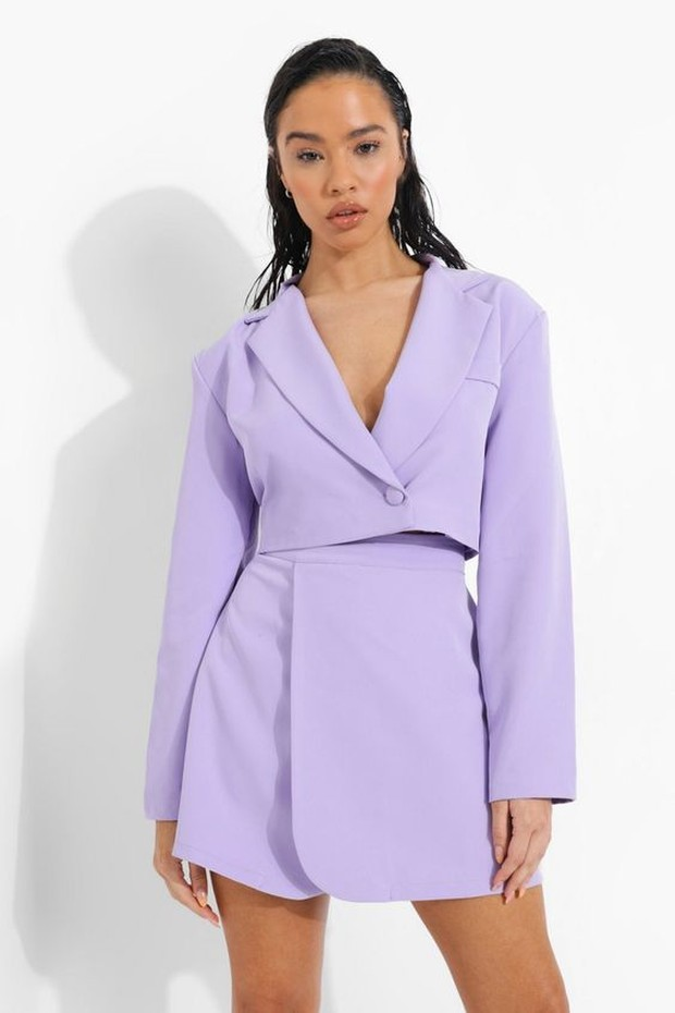 Trend outfit ala genderless ada set dressing.