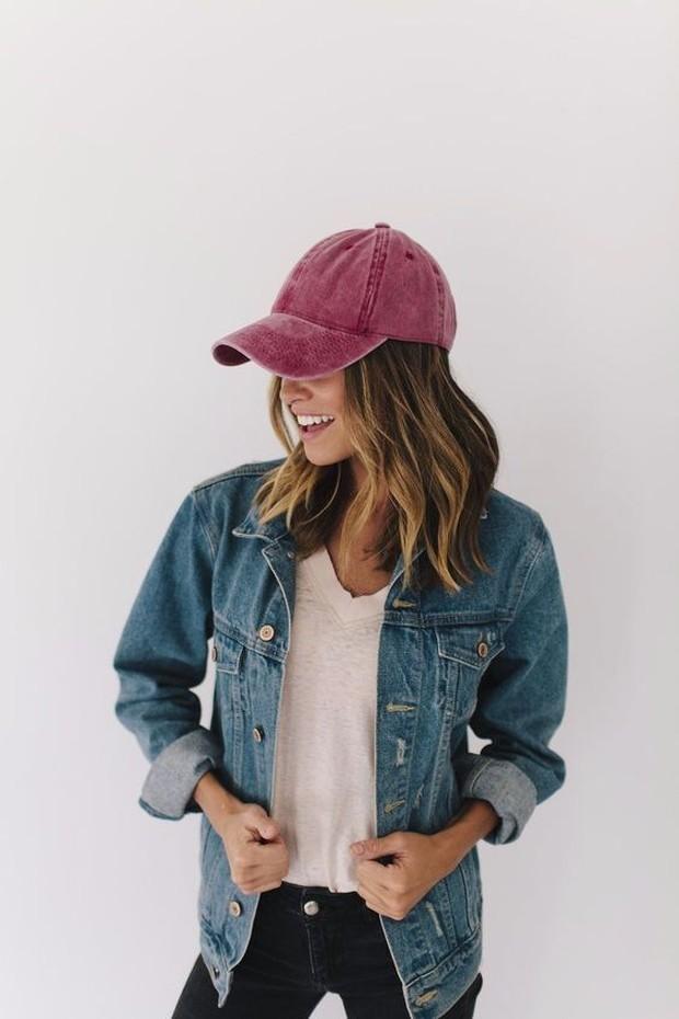 Trend outfit ala genderless ada baseball caps.