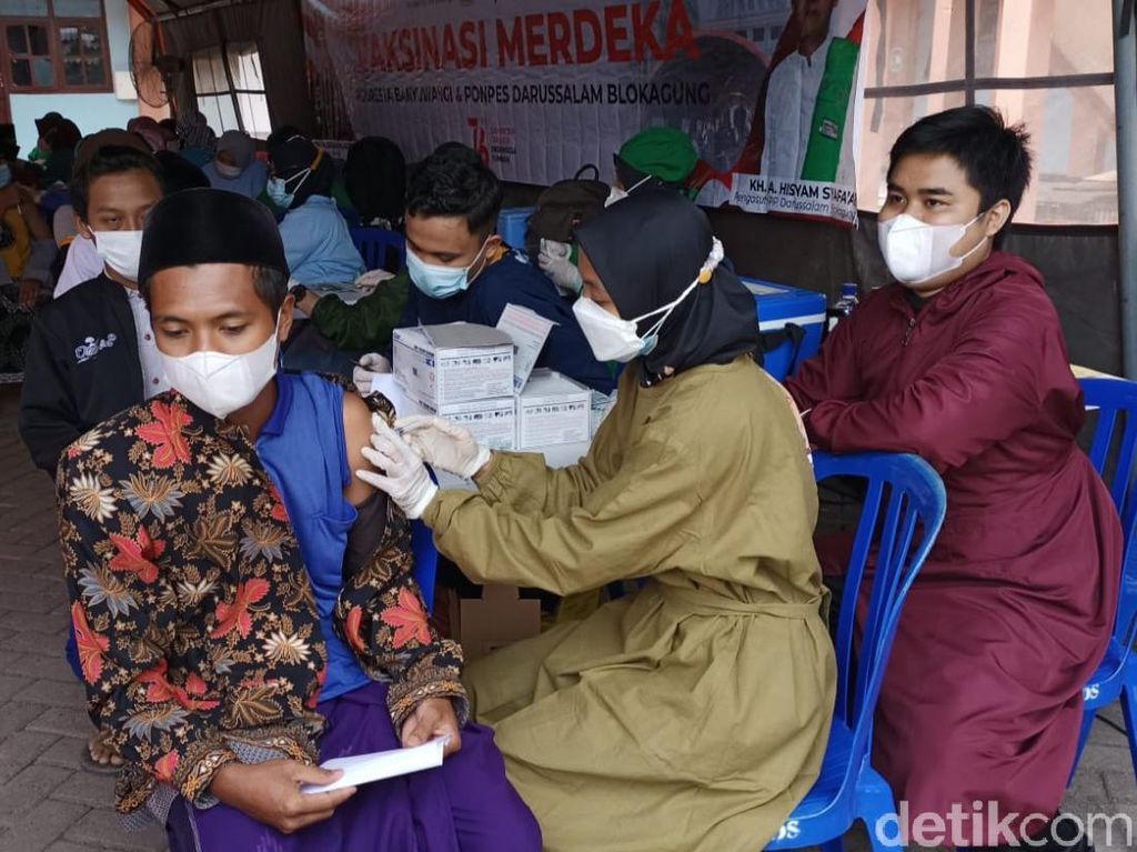 Dibantu Relawan, 3.200 Warga Banyuwangi Divaksin Dalam 5 Jam di 2 Titik