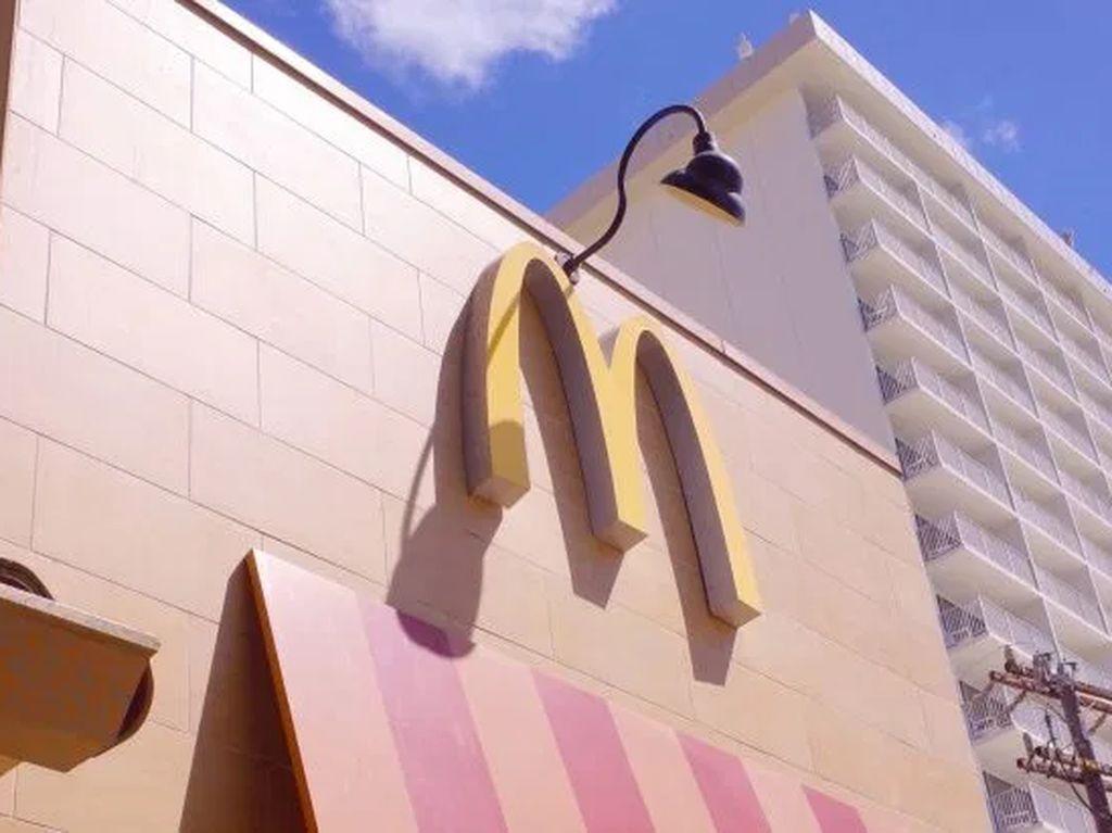 Salut! Pegawai Tertua di McDonalds Jepang Ini Usianya 93 Tahun
