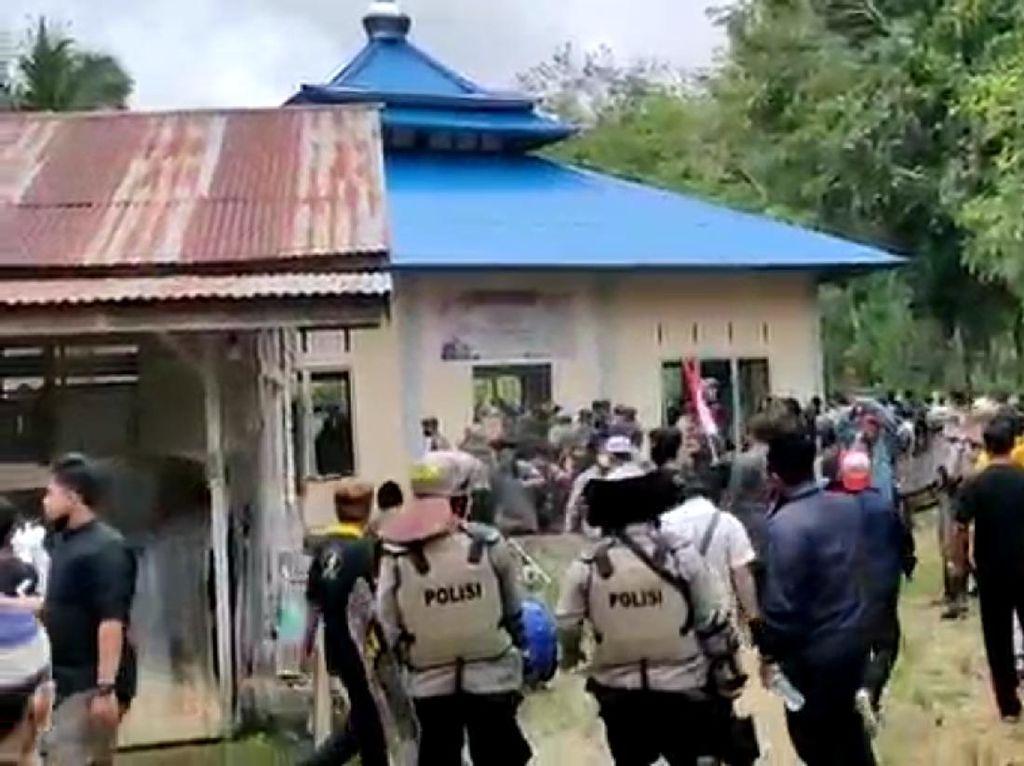 Polisi Bertindak Buru Perusak Masjid Ahmadiyah di Tempunak