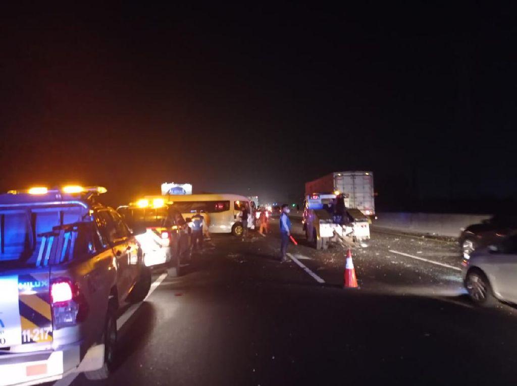 8 Kendaraan Kecelakaan Beruntun di Tol Japek, 4 Orang Luka-luka