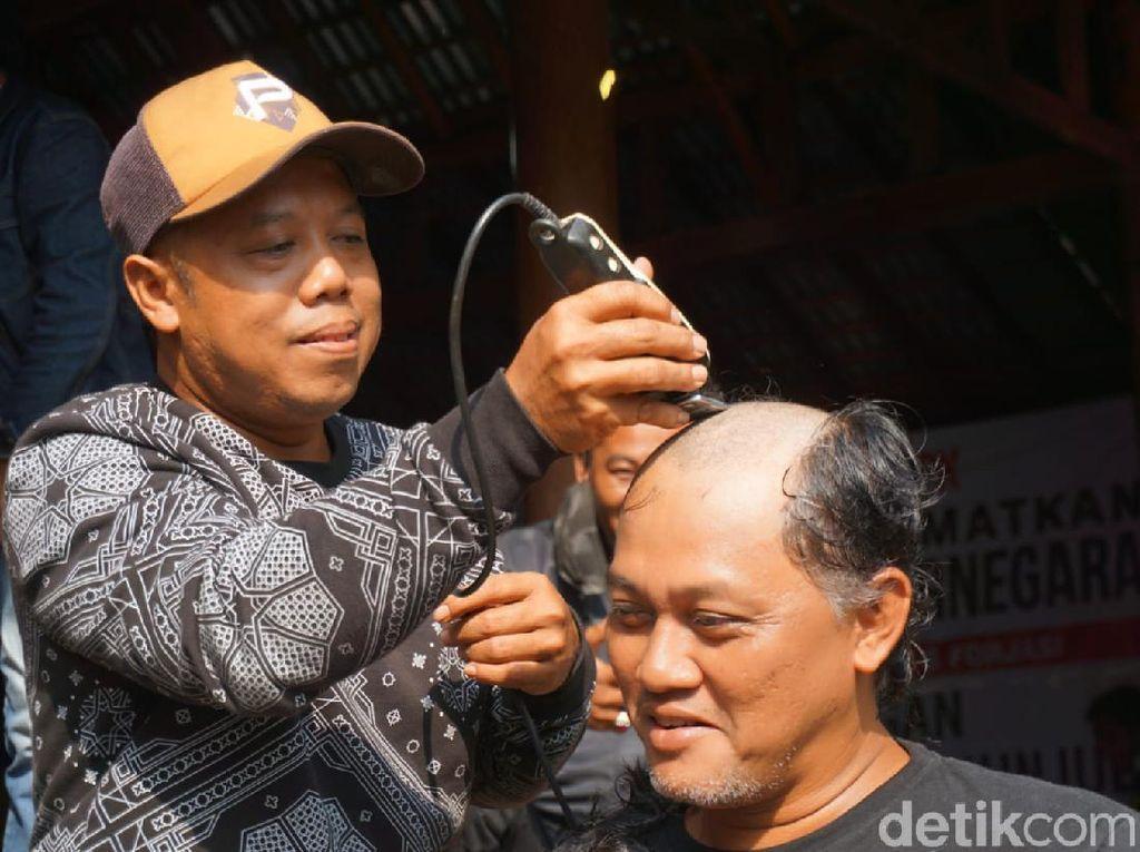 Bupati Banjarnegara Tersangka Berujung Aksi Cukur Gundul-Terima Kasih KPK