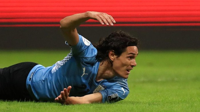 BRASILIA, BRAZIL - JULY 03: Edinson Cavani of Uruguay reacts during a quarter-final match of Copa America Brazil 2021 between Colombia and Uruguay at Mane Garrincha Stadium on July 03, 2021 in Brasilia, Brazil. (Photo by Buda Mendes/Getty Images)