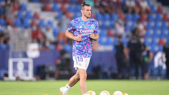 VALENCIA, SPAIN - AUGUST 22: Gareth Bale of Real Madrid warms up prior to the LaLiga Santander match between Levante UD and Real Madrid CF at Ciutat de Valencia Stadium on August 22, 2021 in Valencia, Spain . (Photo by Aitor Alcalde/Getty Images)