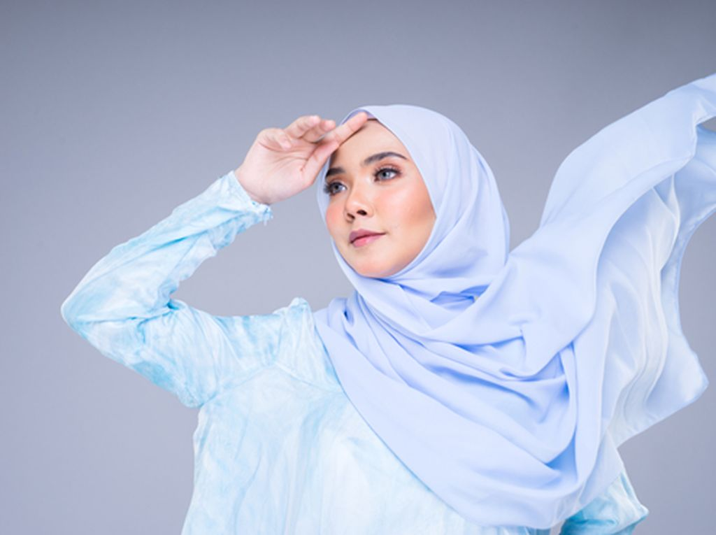 5 Ide Style Hijab Kondangan Pakai Celana yang Simple dan Elegan