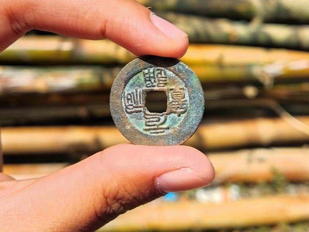 Ini Uang Kuno yang Ditemukan di Persawahan Lamongan