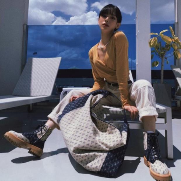 Inspirasi fashion ala Noze Wayb dengan warna earth tonee.