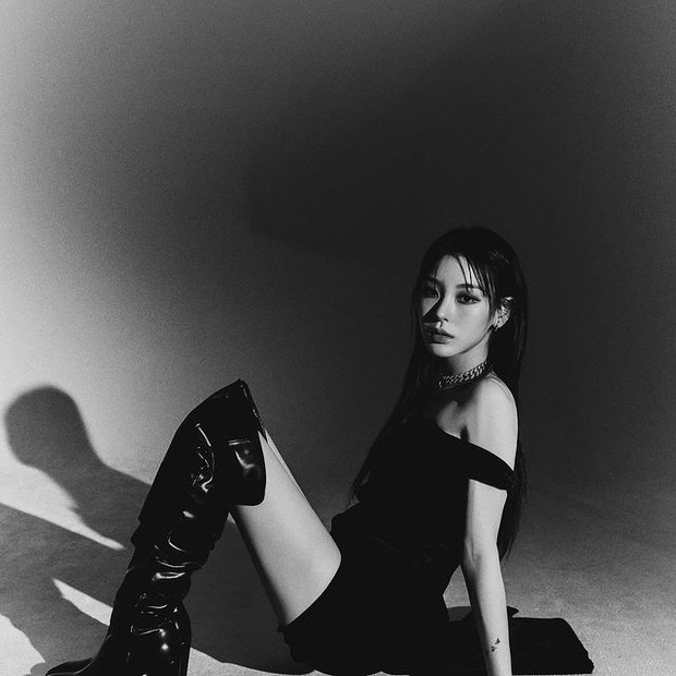 Inspirasi fashion ala Noze Wayb yang all black.