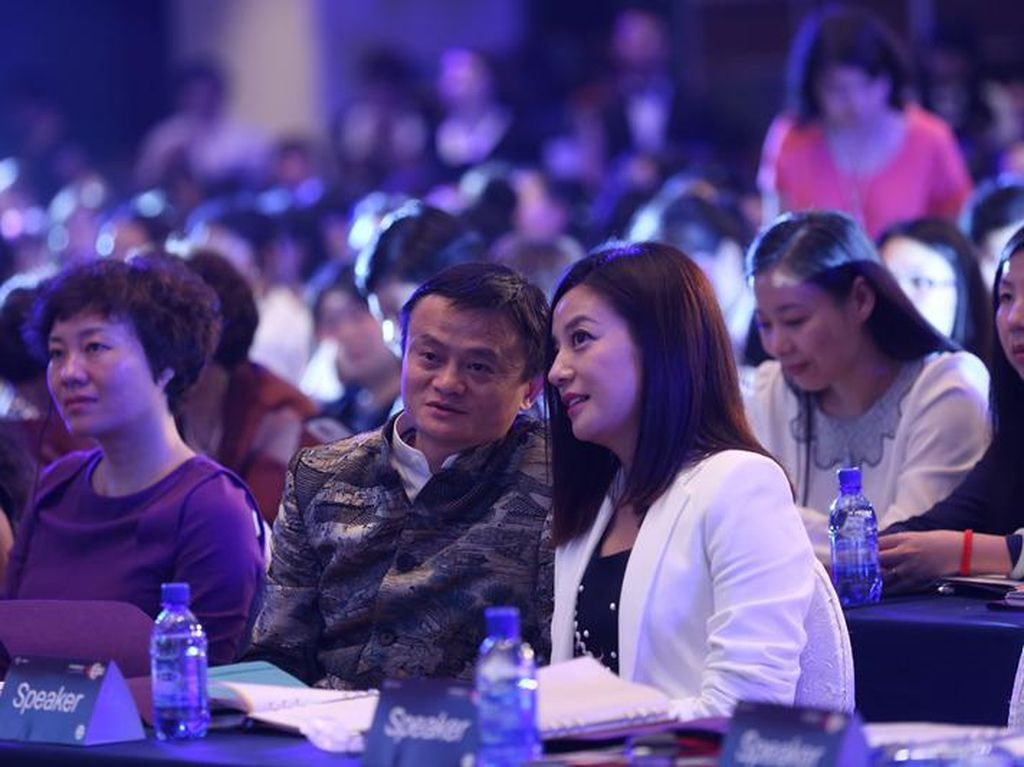 Foto Bareng Jack Ma dan Vicky Zhao yang Sama-sama Hilang
